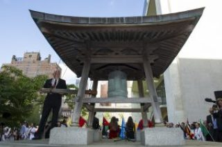 Peace Bell Ceremony on the Occasion of the 35th Anniversary of the International Day of Peace (21 September) Remarks by the Secretary-General Participants include: - UN Messengers of Peace: Leonardo DiCaprio, Michael Douglas, Jane Goodall, Midori, - Nobel Laureates: Leymah Gbowee, Tawakul Karman, Shirin Ebadi - Global Teacher Prize Laureate: Hanan Al Hroub