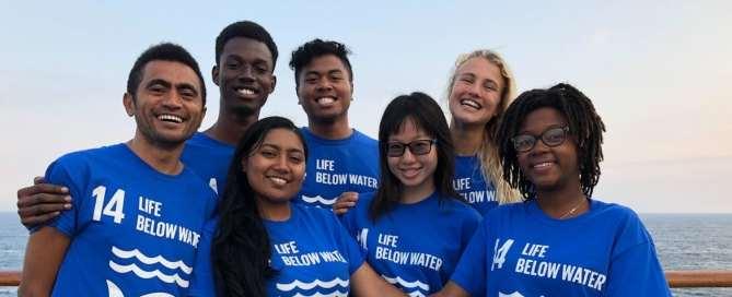 مجموعة من القادة الشباب على متن قارب السلام في ستوكهولم بالسويد، لإطلاق النسخة الثانية من برنامج شباب المحيط وسفراء المناخ