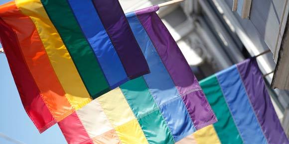 Bandera con motivo del Día Internacional contra la Homofobia. Foto: ONUSIDA