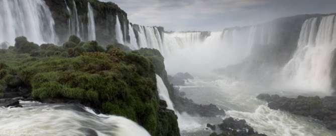 Las Cataratas del Iguazú, en la frontera entre Brasil y Argentina. Foto: ONU / Mark Garten