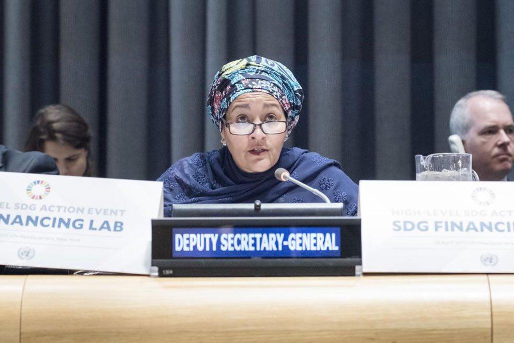 La Vice-secrétaire générale de l'ONU, Amina Mohammed, s'exprimant lors de la réunion de haut niveau sur le financement des Objectifs de développement durable. Photo ONU / Rick Bajornas