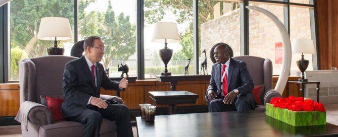 Пан Ги Мун с министром сельского хозяйства Кении Вилли Беттом на конференции ЮНКТАД