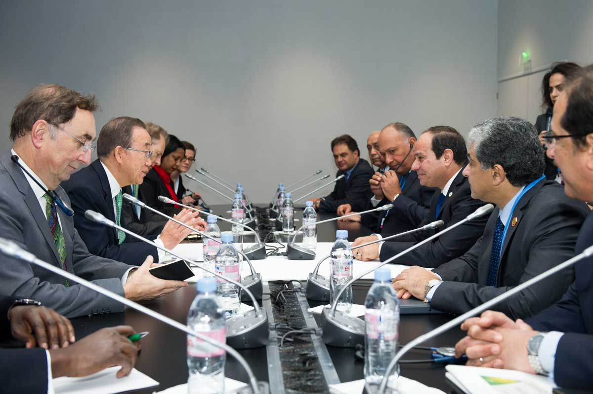 Photo: Ban Ki-moon holds a climate meeting on the first day of COP21.