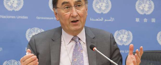 Photo: Assistant Secretary-General on Climate Change Janos Pasztor briefs the press.