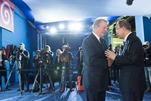 Photo: Ban Ki-moon, together with Al Gore, had a joint encounter with civil society representatives and the press during the during the COP21 on 10 December.