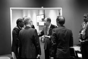 Photo: Ban Ki-moon greets foreign representatives on the margins of the UN Climate Change Conference in Paris on 11 December.