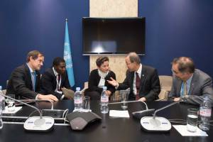 Photo: Ban Ki-moon (second from right) confers with his climate advisers.