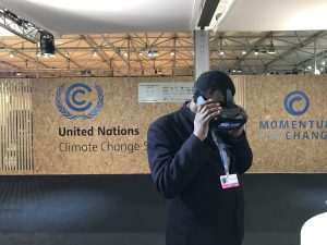 Photo: COP23 participant tries out a virtual reality display.