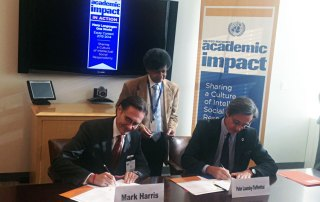 Head of UN DPI, Peter Launsky-Tieffenthal (right), and President of ELS, Mark Harris, sign the agreement to host a multilingual essay contest. UN Photo