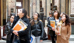Six of the 25 young women leaders who took part in the tutorials visit the LegislativePalace in Montevideo. Photo: UN Women / Mónica Álvarez