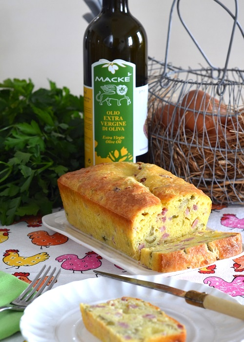 Cake con prosciutto cotto e olive verdi