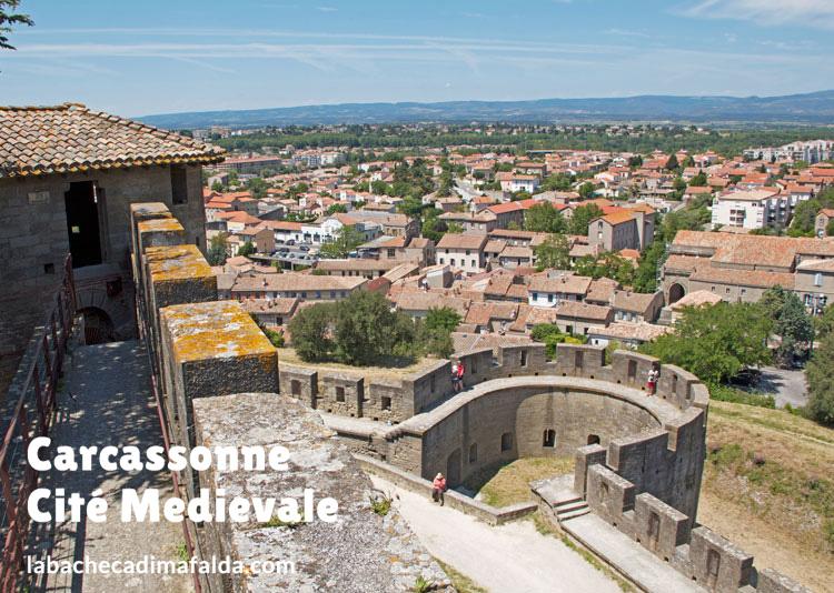 Vista sulla città da uno dei cammini di ronda delle mura.