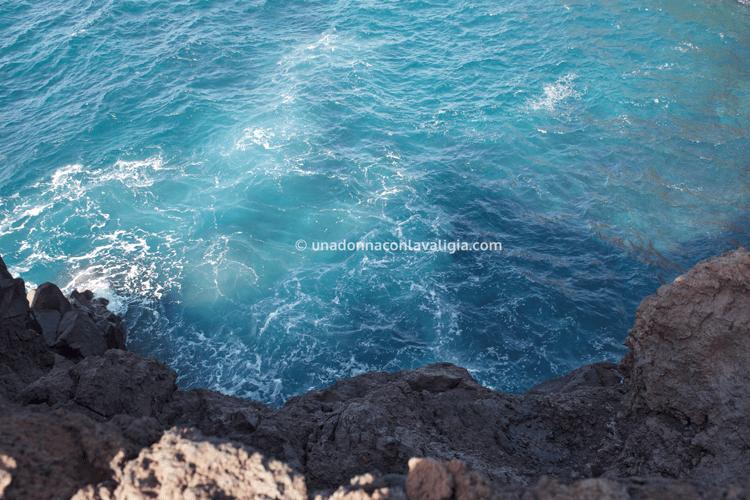 Los Hervideros, scogliere vulcaniche a picco sul mare a Lanzarote