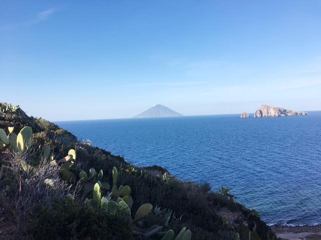 Vista su Vulcano da Panarea
