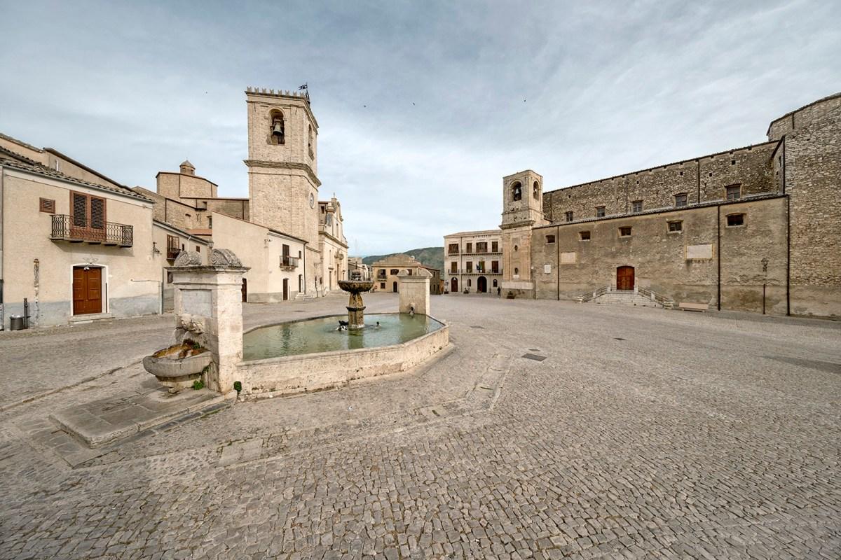 """Piazza Umberto I, Palazzo Adriano (Palermo) - """"Sicilia in Piazza"""""""