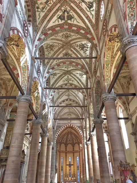 Interno basilica di Sant'Anastasia Verona