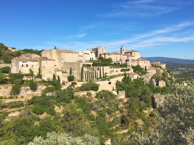 Vista panoramica su Gordes in Provenza