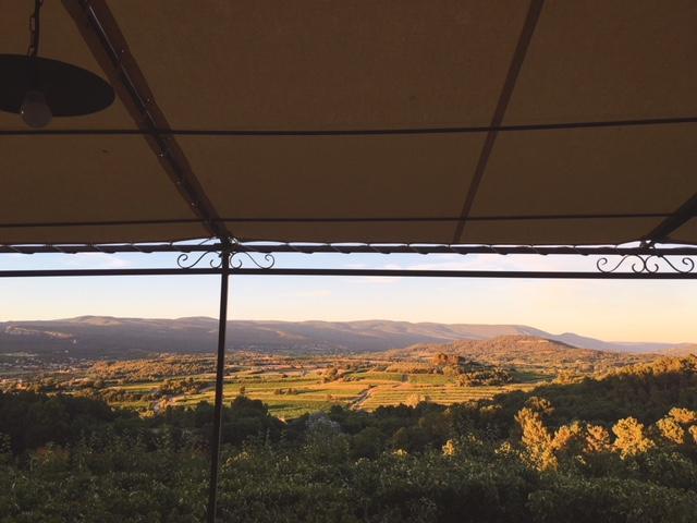 """Vista dalla terrazza del ristorante """"David"""" di Roussillon Provenza"""
