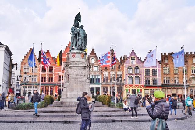 Grote Markt Bruges statua