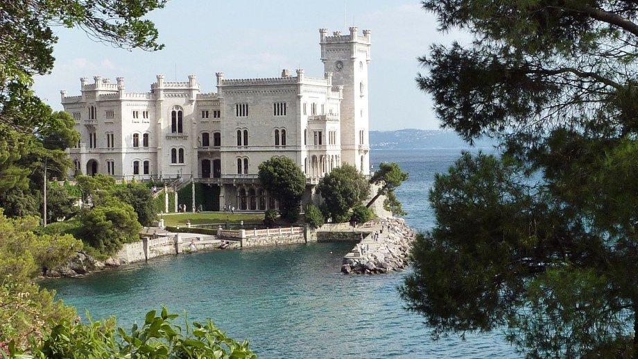 cosa vedere in friuli venezia giulia - castello miramare trieste
