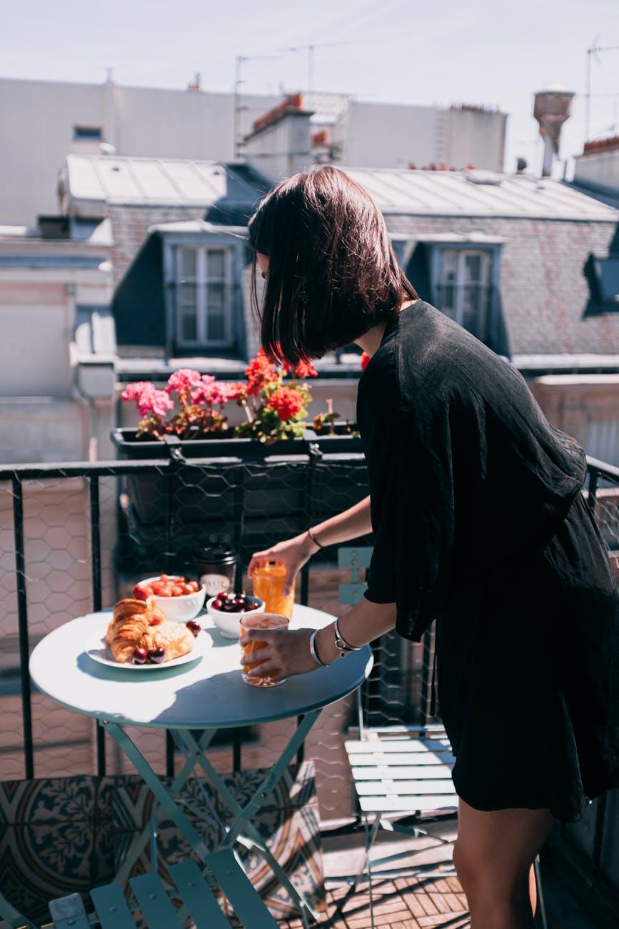 Spostare La Cucina Sul Balcone colazione e aperitivo? sul balcone di casa! - una gallina a