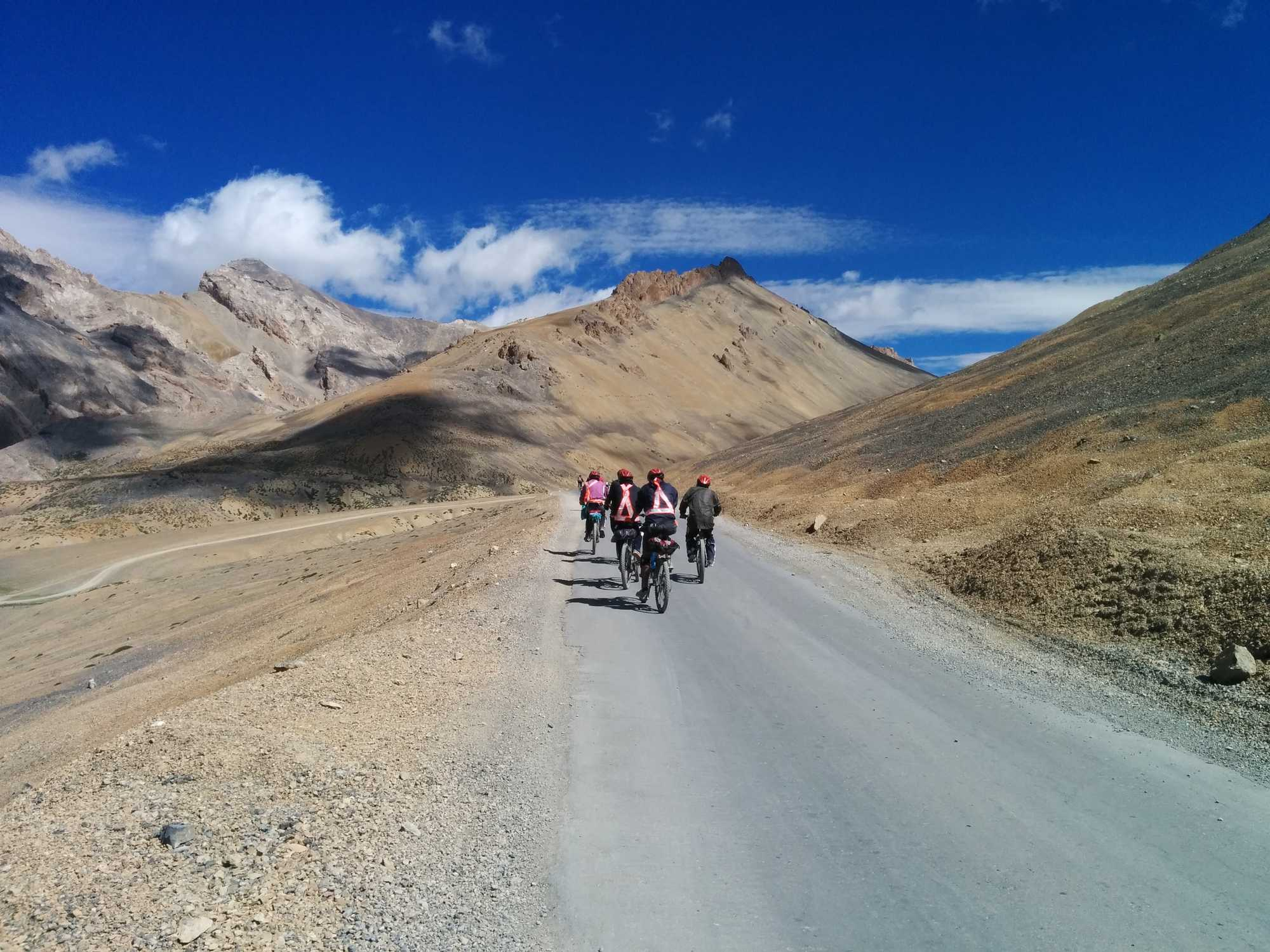 What is it like to cycle from Manali to Leh?