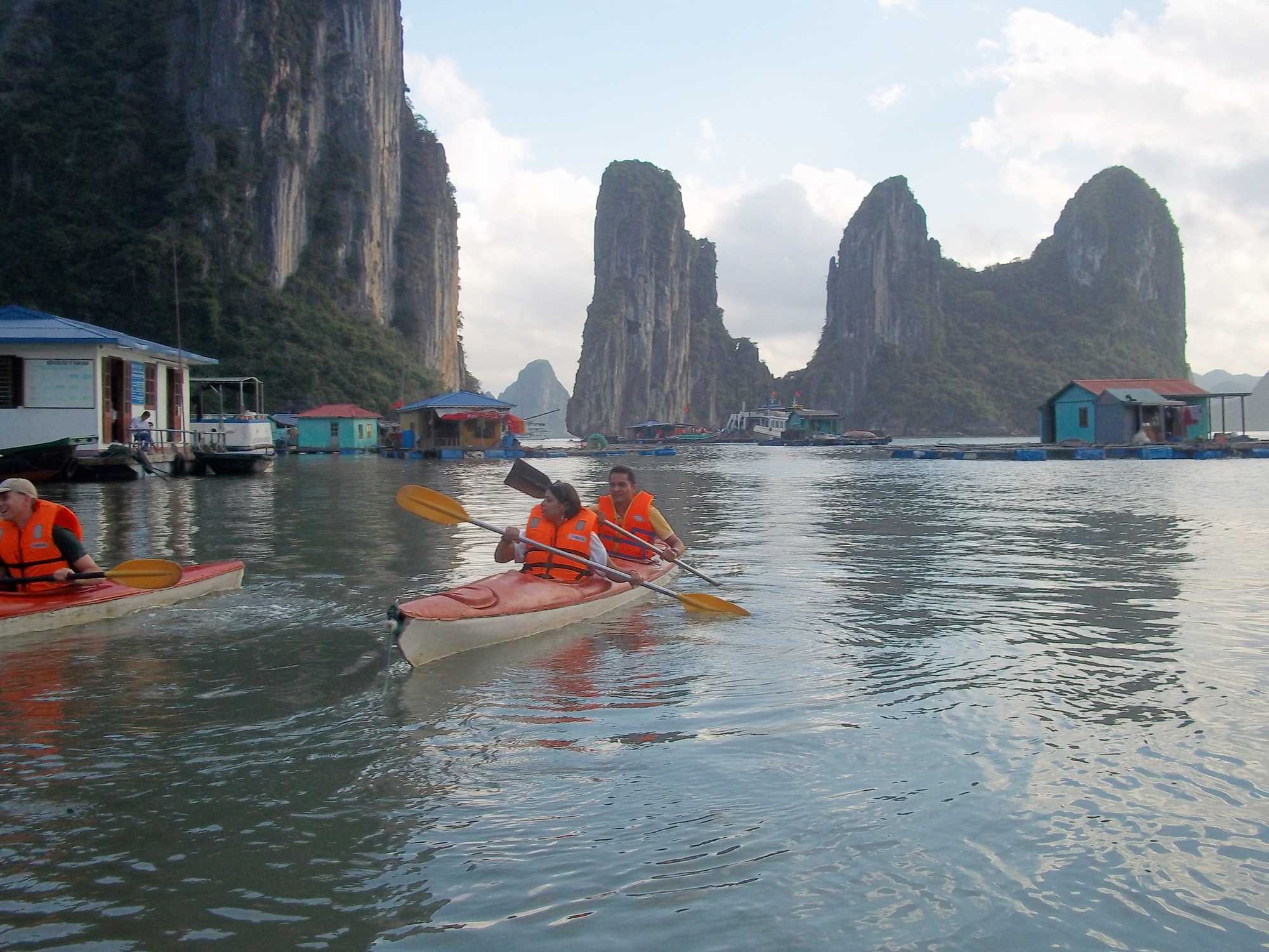What are things to do in Halong Bay, Vietnam?