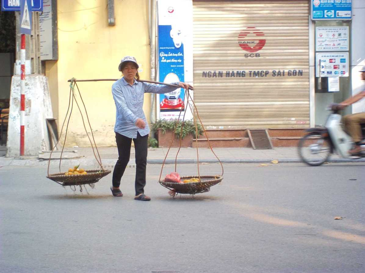 What are must eat Vietnamese food and drinks in Hanoi?