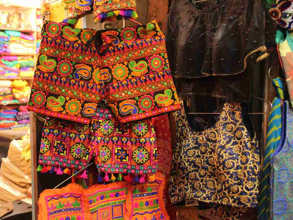 What clothes should I buy and from where in Jaipur?