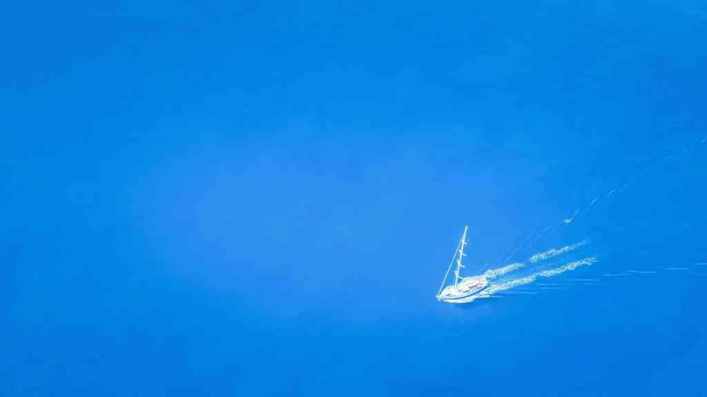 Survol d'un bateau à Airlie Beach