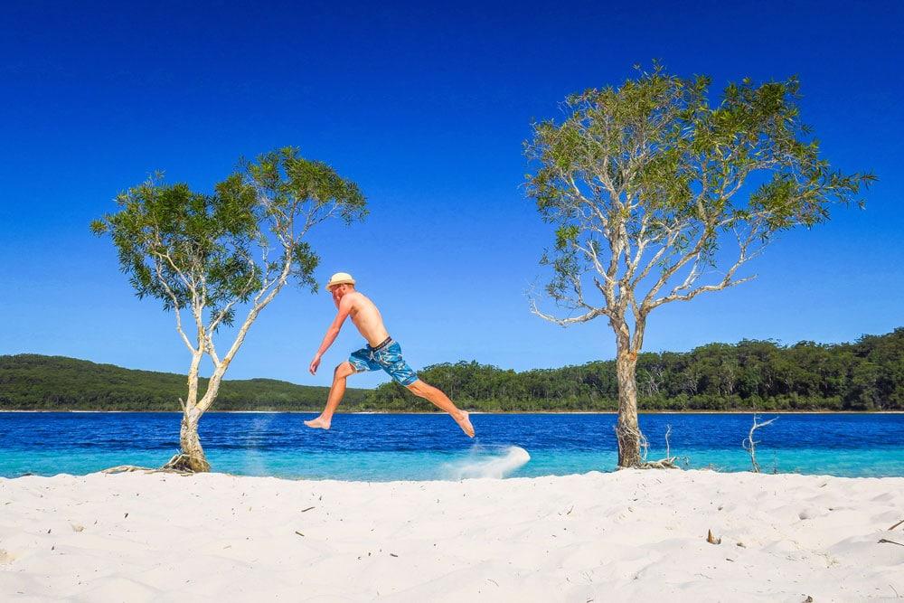 Saut au lac Mckenzie sur Fraser Island