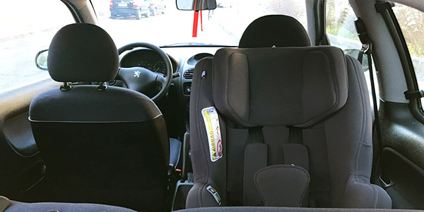 C mo usar y mantener mi silla de coche para que sea segura for Sillas a contramarcha