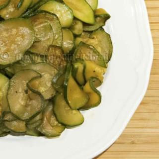 Zucchine saltate in padella | Ricetta di Una Mamma In Cucina