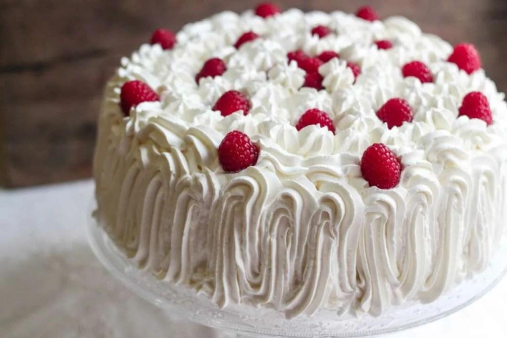 torta farcita con fragole e lamponi