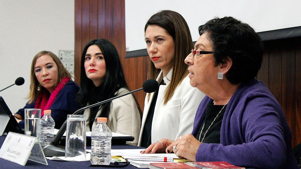 mesa-de-especialistas-en-mujeres-gobernando-lo-local