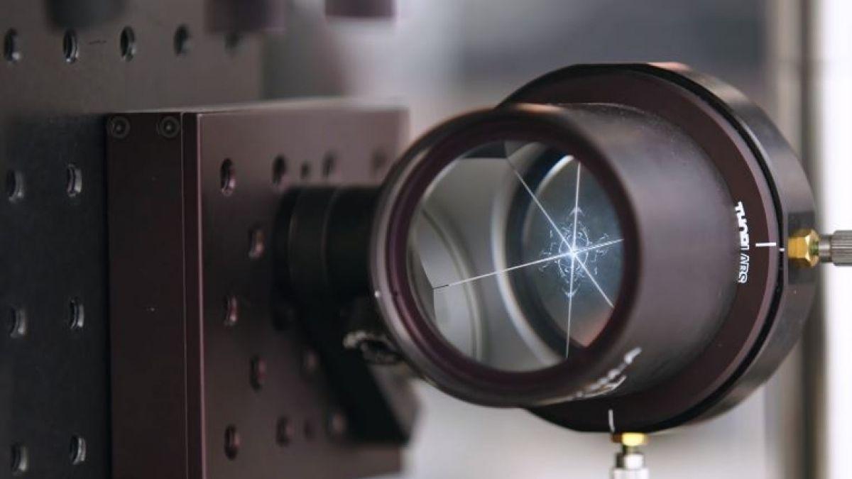 ¿Cómo se ve la velocidad de la luz en cámara lenta?