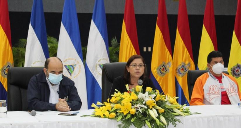 Rectora de la UNAN-Managua acompañada del vicerrector general, Dr. Luis Alfredo Lobato Blanco y del secretario general, maestro Roberto Flores