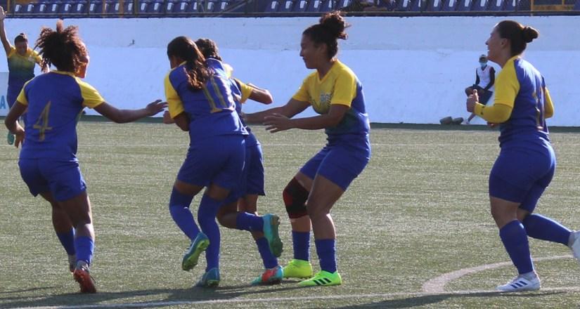 Celebración del gol de Reyna Hernández al minuto 19.