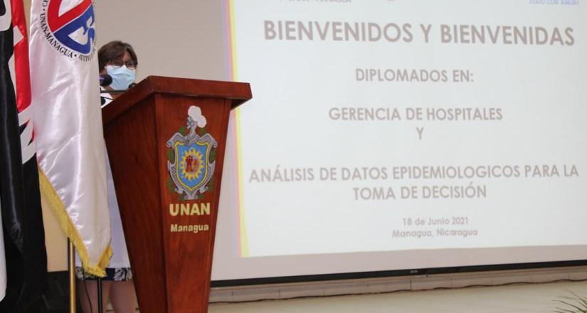 La Dra. Martha Reyes, Ministra de Salud, durante la inauguración de los diplomados