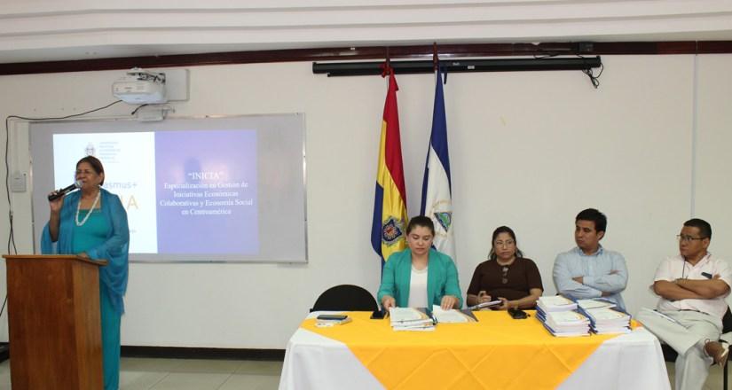 De izq. a der. Dra. Jilma Romero Arrechavala, MSc. Violeta Gago, Dra. Maribel Avendaño, MSc. Oliver Morales y MSc. Moisés Acevedo.