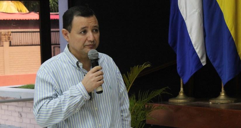 Maestro Antonio José Medal Solís presenta avances de la Dirección de Educación a Distancia Virtual.