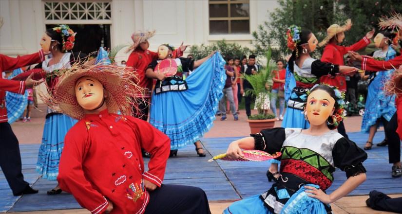 Encuentro de danzas folclóricas y variedades dedicado a Carlos Martínez