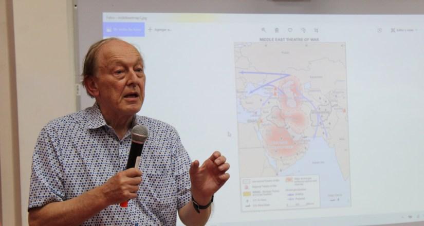 El Dr. Michel Chossudovsky, Director del Centro de Investigación sobre la Globalización (Global Research) durante su disertación.