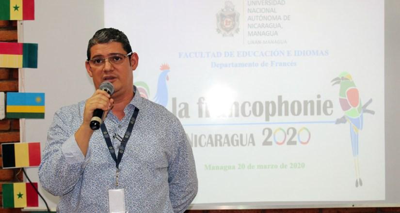 El Director del Departamento de Francés, MSc. Sergio Herradora, brinda la bienvenida a los estudiantes de primer ingreso