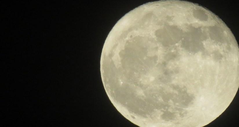 ¿Sabías que la Luna tiene dueño?