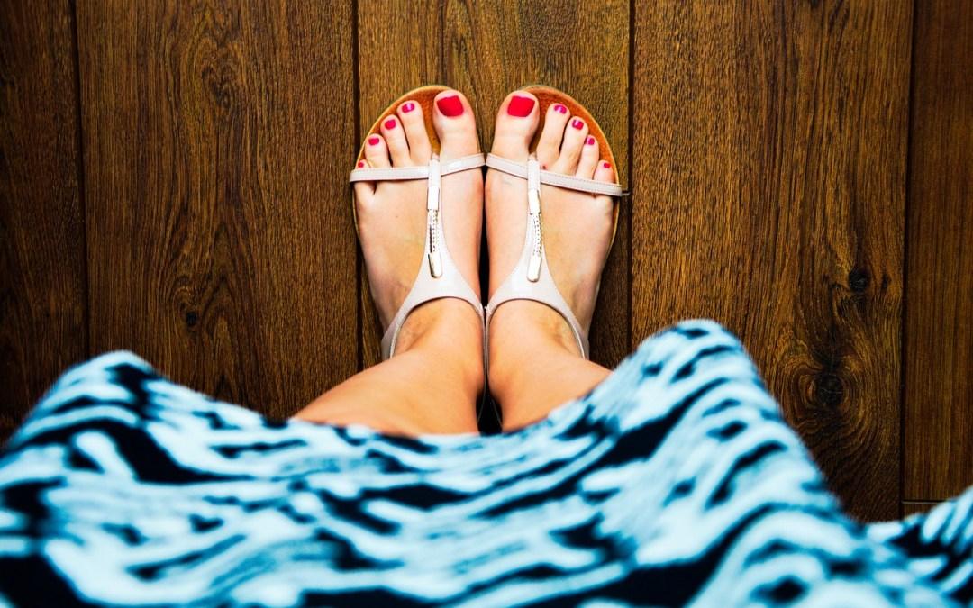 Come indossare i sandali bassi con stile