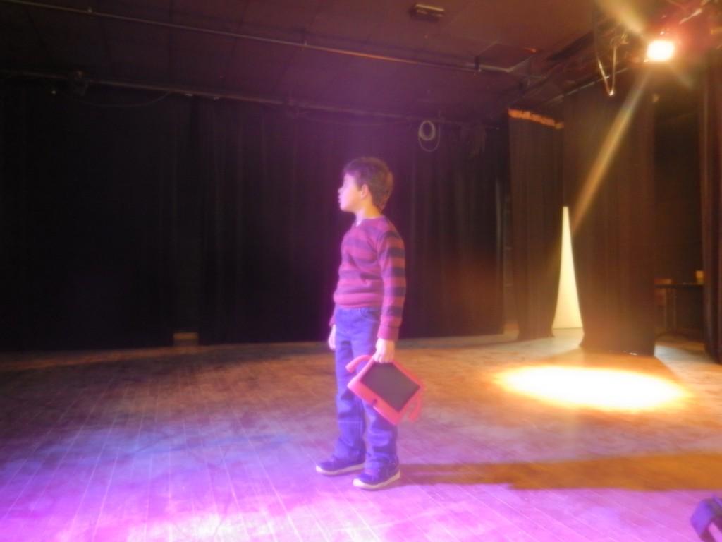 Aydan lors de la préparation des lumières