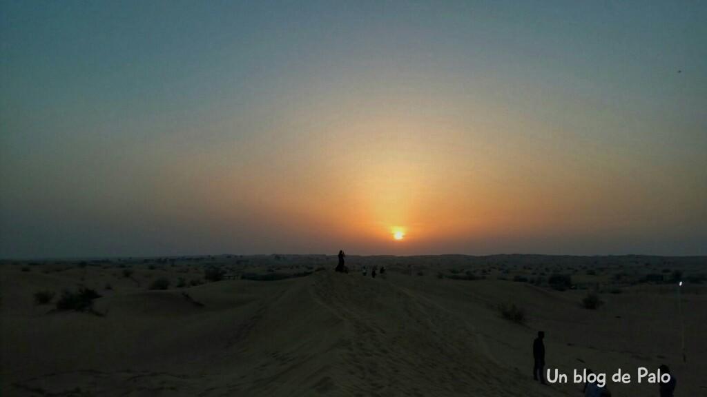 Experiencias diferentes en Dubai, atardecer en el desierto