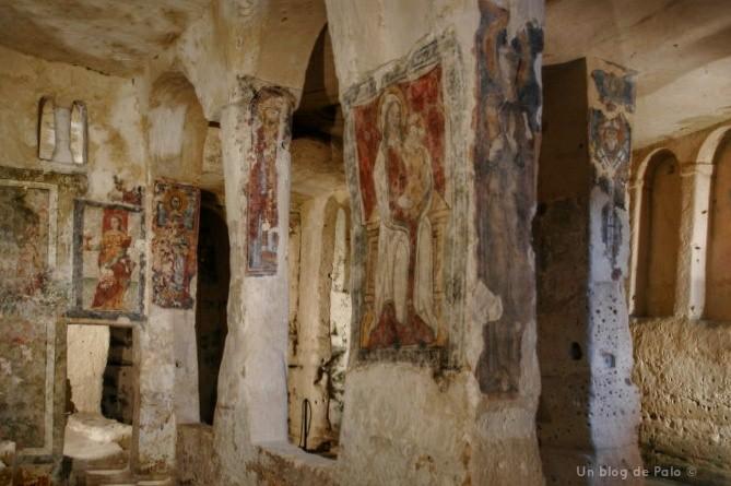 Interior de la iglesia de Santa Lucia alle Malve en Matera