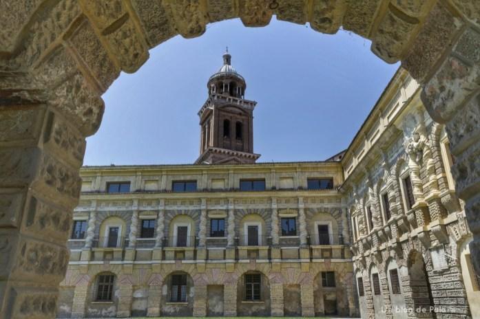 Vistas de uno de los patios del Palacio ducal